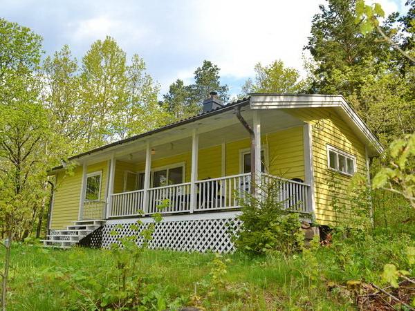 Das Ferienhaus liegt idyllisch im Grünen in einem kleinen Ferienhausgebiet (20 Häuser)