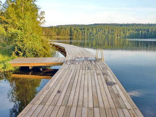 der große Badesteg am See