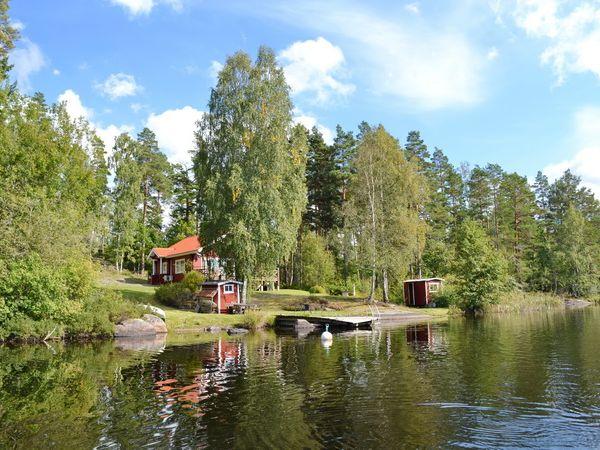 Blick vom See auf das Haus