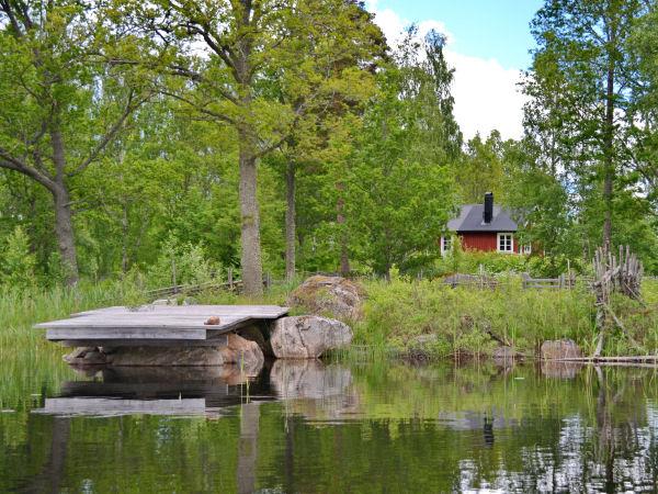 """""""Haus Kolarhytten"""" (Blick vom See zum Haus mit eigenem Boots- und Badeplatz)"""