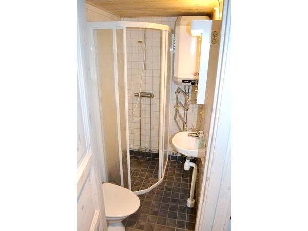 Bad mit WC und Dusche (und Fußbodenheizung!)