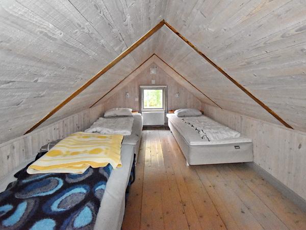 Schlafboden mit 4 Einzelbetten