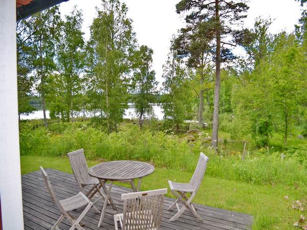 Blick von der Terrasse des Hauses zum See