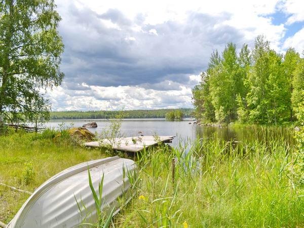 Boots- und Badeplatz am See / Ruderboot mit 4-PS-Außenborder inklusive!