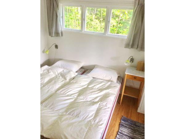 Schlafzimmer 1 mit Doppelbett (und eigenem Ausgang zur Veranda)