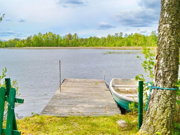 Badesteg mit hauseigenem Ruderboot (ideal auch zum Angeln!)