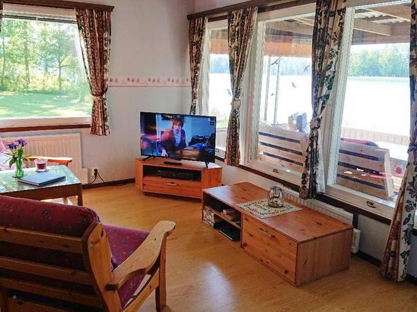 Blick aus dem Wohnzimmer zum See