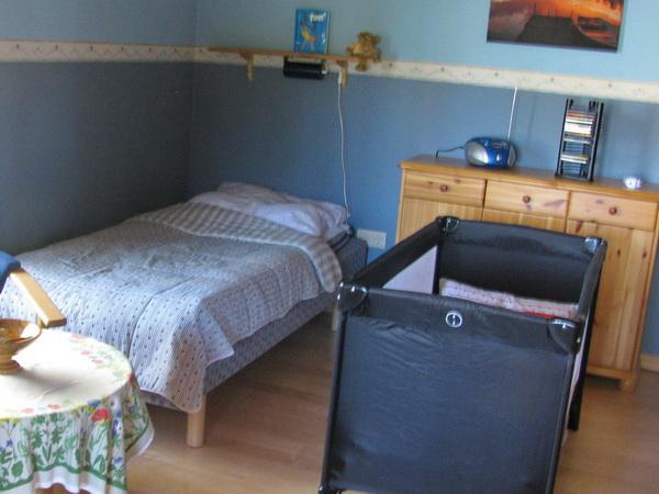 Ein Kinderbett und Kinderstuhl können kostenlos bei Buchung mit angemeldet werden.
