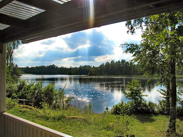 Herrlicher Blick von der Hausterrasse über den See