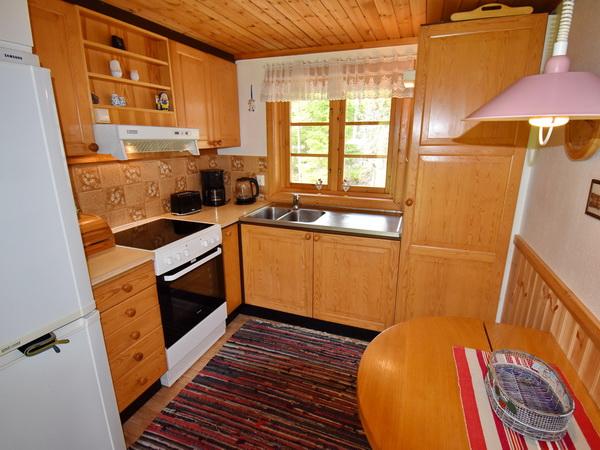 das schöne, helle Wohnzimmer mit Ausgang zur Terrasse