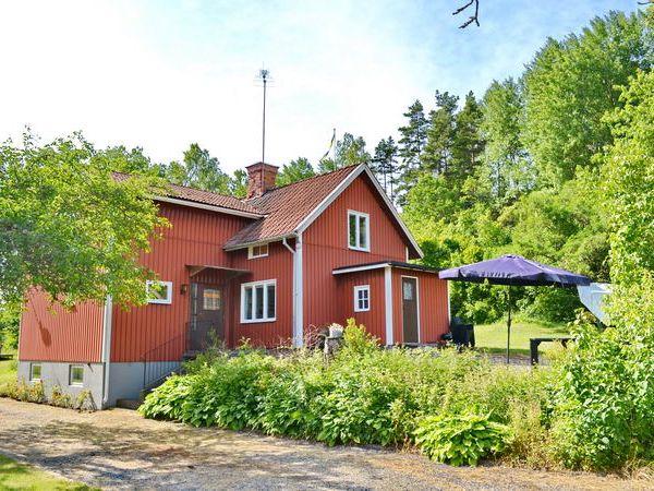 Seitenansicht des Hauses mit Eingang