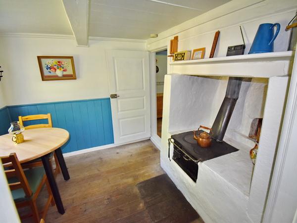 der traditionelle Holzherd in der Küche