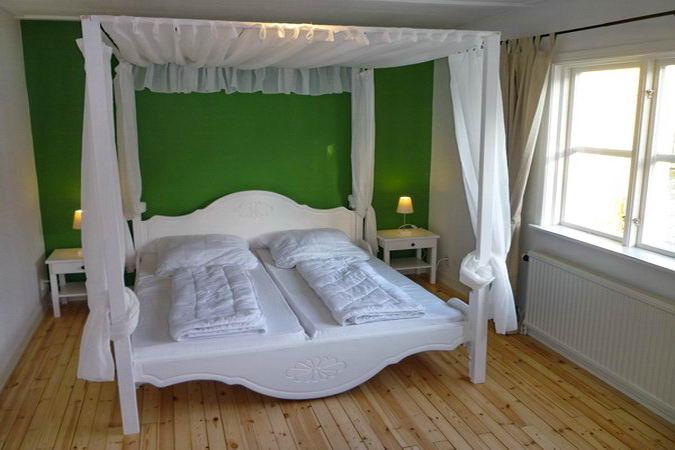 """Schlafzimmer Nr. 1 mit """"Himmelbett"""""""