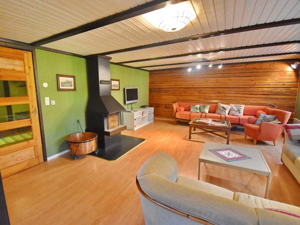 Wohnzimmer mit kostenlosem W-LAN (im ganzen Haus)