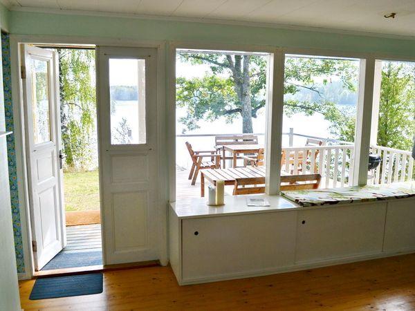 Wohnzimmer mit Ausgang zur Veranda