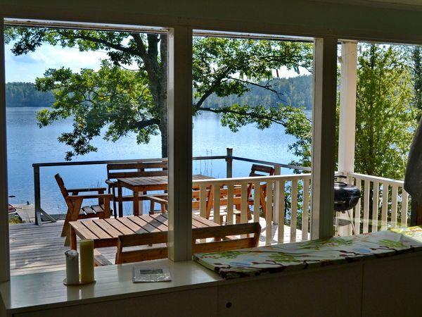 Blick vom Wohnzimmer zum See