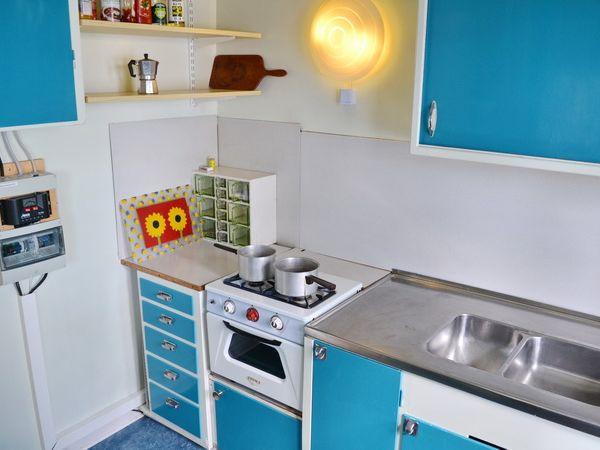 Küche mit Gas-Herd/Backofen