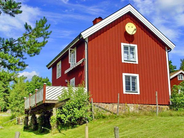 Rückansicht des Hauses mit großer Veranda
