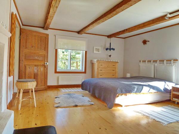 das tolle große Schlafzimmer mit Doppelbett