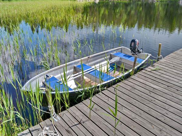 das hauseigene Boot mit Außenbordmotor (inklusive!)