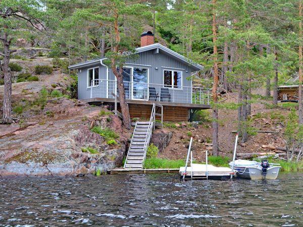 Saunahaus am See mit Boots- und Badesteg
