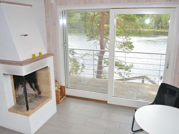 Sauna-Ruheraum mit Ausgang zur Terrasse