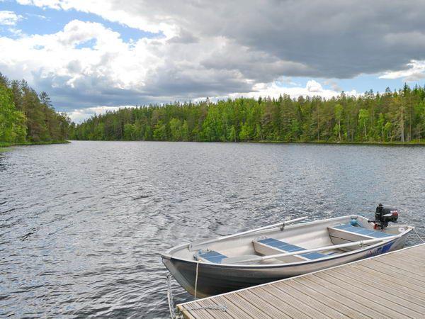 das hauseigene Ruderboot mit Außenbordmotor