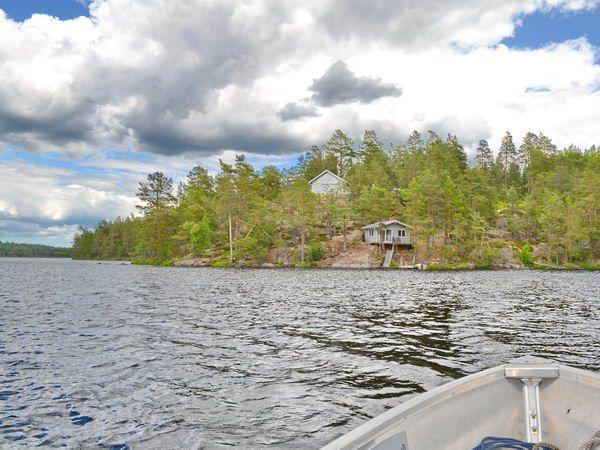 """Blick vom Boot auf die """"Villa Sunneberget"""""""