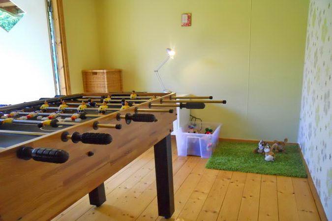 Spielhaus im Garten u.a. mit Kickertisch