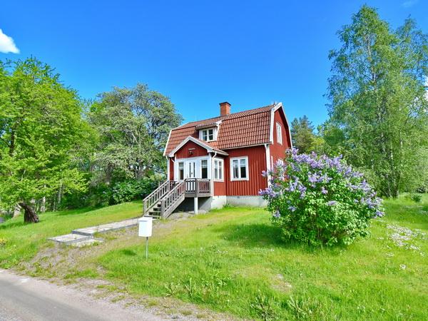 Blick auf das idyllisch gelegene Haus