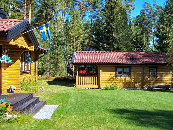 Eingang zum Haupthaus + Sauna-Haus