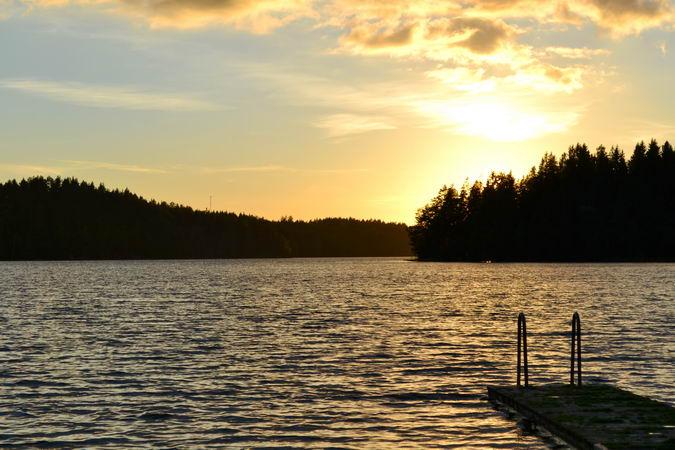 Abendstimmung mit Sonnenuntergang am See