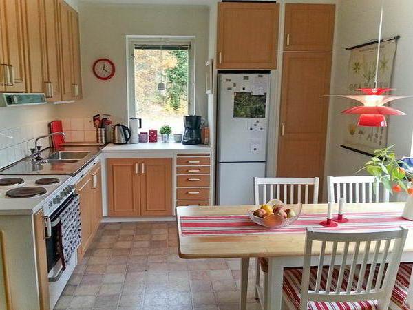 """die gut ausgestattete Küche mit """"Frühstückstisch"""""""