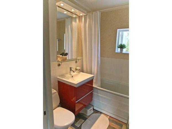 Bad mit WC und Wannendusche