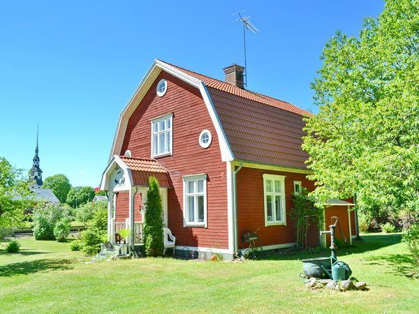 Seitenansicht des Hauses mit Eingangsveranda