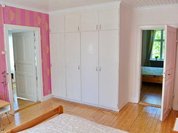 Schlafzimmer 1 mit Doppelbett (Durchgangszimmer zu Schlafzimmer 2)