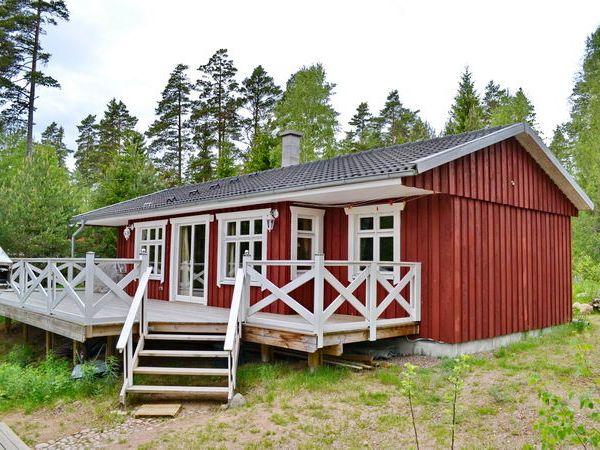 Hausrückseite mit großer Terrasse