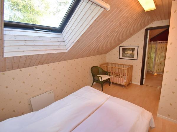 Schlafzimmer 3 (Durchgangszimmer) mit zwei Einzelbetten
