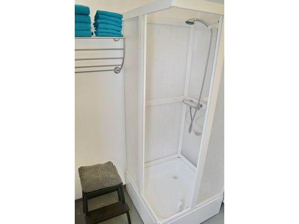 Duschkabine im Badezimmer