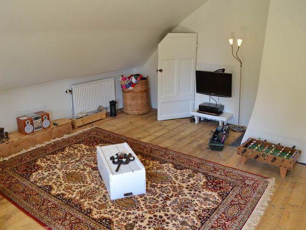 Wohnraum im Obergeschoss mit TV + DVD-Player