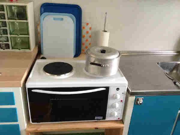 Küche mit Elektrokühlbox (solarbetrieben)