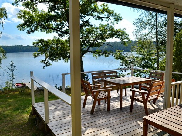 Blick über die Veranda zum See