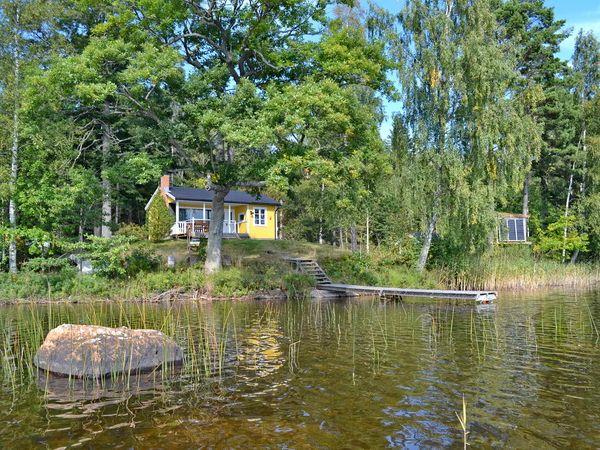 """Blick über den See auf """"Haus Lilla"""""""