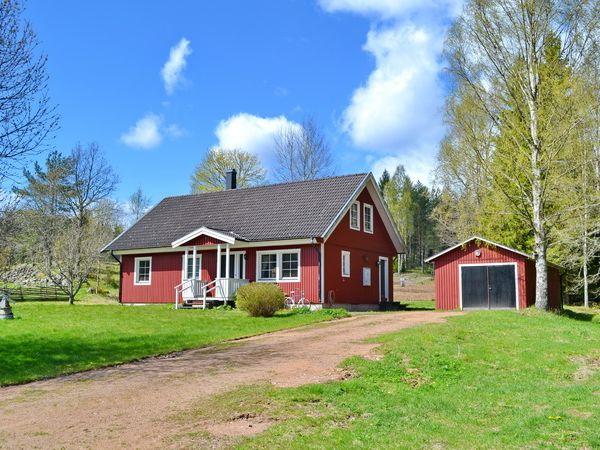 """Rot-weiße """"Schwedenvilla"""" in schöner Lage!"""
