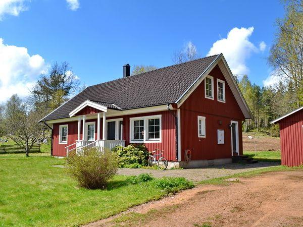Blick auf das Ferienhaus mit Eingangsveranda