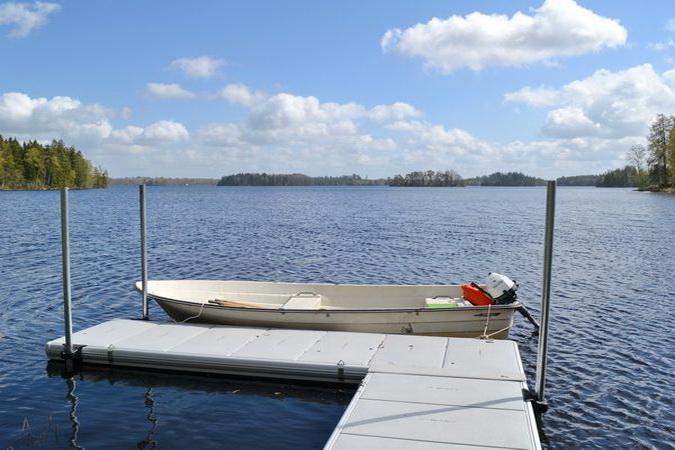 das hauseigene Ruderboot (Außenbordmotor zubuchbar)