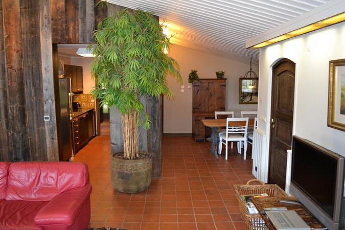 Blick zum Essplatz im kleinen Wohnzimmer