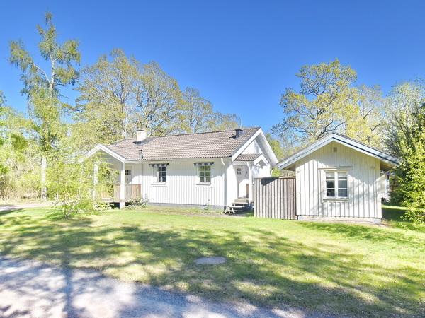 Blick auf das Haus mit separatem Gästehaus