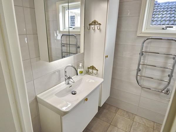 Badezimmer mit WC und Dusche (neu 2018)