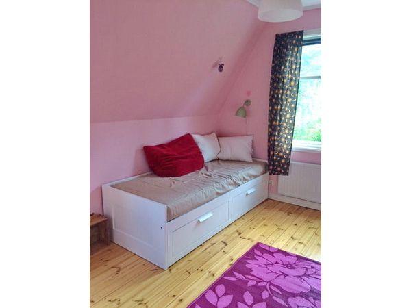 Schlafzimmer 3 im Obergeschoss mit Ausziehbett für 2 Personen
